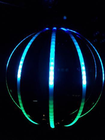 Esferas de Pixel Led compuestas por cintas de aluminio flexibles y un asombroso efecto visual.